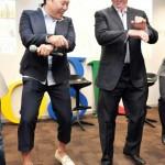 """רגע של נחת : מנכ""""ל גוגל רוקד """"גאנגנם סטייל"""""""